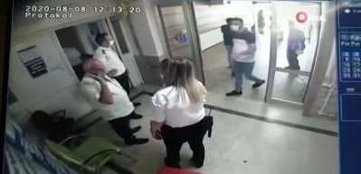 Hastanede kadın güvenlik görevlisine yumrukla saldırdılar