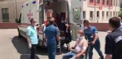 Havai fişek fabrikasında meydana gelen patlama nedeniyle yaralanan 10 kişi ambulanslarla hastanelere kaldırıldı.