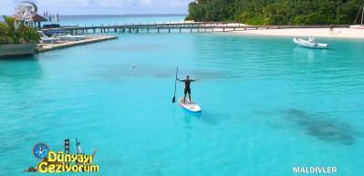 Hint Okyanusu'nda sörf tahtası üzerinde yolculuk deneyimi
