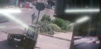 İki polisi bıçakla yaralamıştı! Bacağından vurularak böyle yakalandı