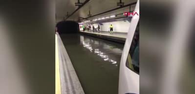 İspanya'da metro istasyonları su altında kaldı