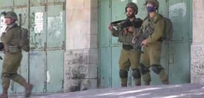 """İsrail askerleri """"ilhak"""" planını protesto eden bir Filistinliyi gözaltına aldı"""