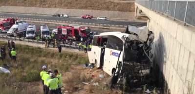 İstanbul'da yolcu otobüsü yoldan çıktı! Çok sayıda ölü ve yaralı var