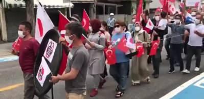 Japonya'da FETÖ okulunun önünde teröre karşı protesto