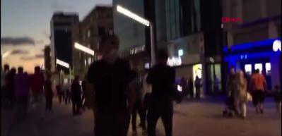 laf atma kavgası kamerada! Taksim'de iki kadın birbirine girdi