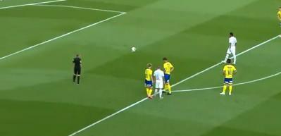 Kaleci bunu beklemiyordu! Neymar'dan şaşırtan penaltı