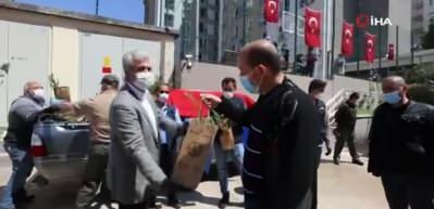 Karantina süresi tamamlananlar Mehter Marşı ve fidanlarla uğurlandı