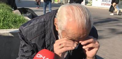 Karantinadaki oğluna ekmek götürürken, tedbirlere uymayanları görünce ağladı