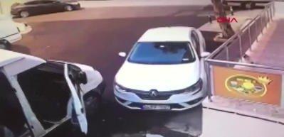 Kartal'da televizyon hırsızlarına yaşlı adamın müdahalesi kamerada