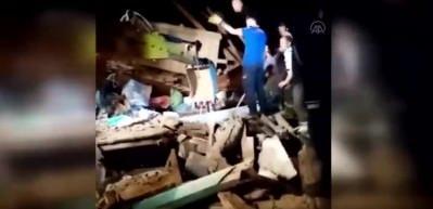 Kastamonu'da yıkılan ahırın altında kalan 5 hayvan kurtarıldı, 2 büyükbaş telef oldu