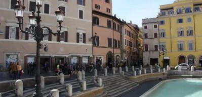 Koronavirüsle mücadele eden İtalya'da Roma sokakları boşaldı