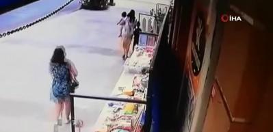 Kucağında çocuğuyla hırsızlık yaptı