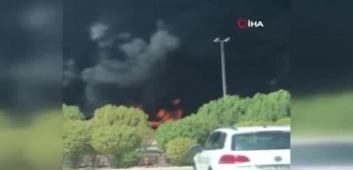 Kuveyt'teki dev akaryakıt tankeri yangını kamerada