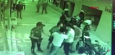 Maske takmayan kardeşler haklarında tutanak tutmak isteyen 2 polisi yaraladı