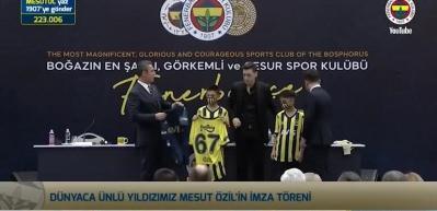 Mesut Özil imzalı çubuklu forma rekor fiyata satıldı!