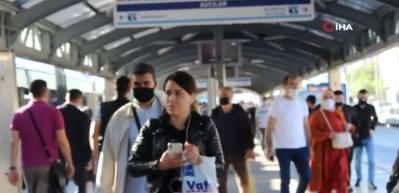Metrobüs ve duraklarda sosyal mesafe yine hiçe sayıldı