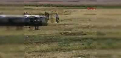 Minibüs tarlaya uçtu: Anne öldü, 3 çocuğu ve eşi yaralandı