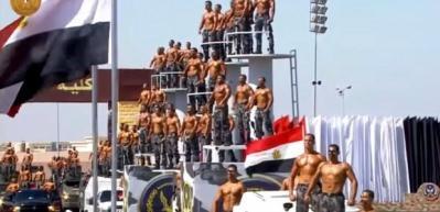 Mısır'da güvenlik güçlerinin güç gösterisi güldürdü