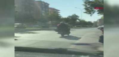 Motosiklet üzerinde 6 kişilik tehlikeli yolculuk