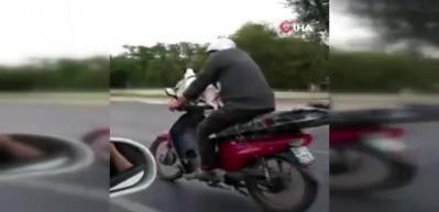 Motosiklet üzerinde yolculuk köpek kamerada