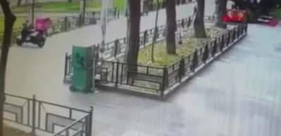 Motosikletli kuryelerin feci kazası kamerada