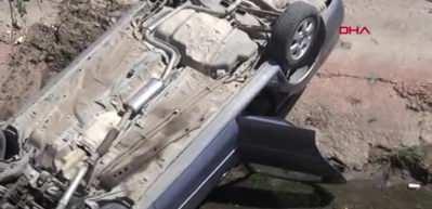 Otomobil sulama kanalına uçtu 1 yaralı