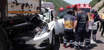 Otomobil tıra ok gibi saplandı: 2 ölü 1 yaralı