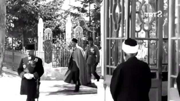 Sultan VI. Mehmed'in Fatih Sultan Mehmed'in türbe ziyareti görüntüleri