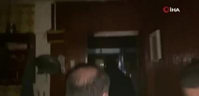 Polis, tırmandığı kıraathaneye böyle baskın yaptı... O anlar kamerada