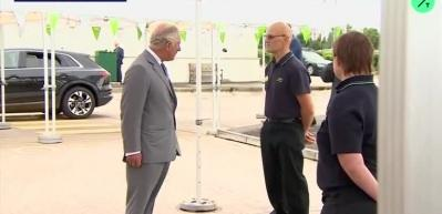 Prens Charles'ın ziyaretinde panik anları: Bir anda yere yığıldı
