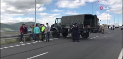 Askeri araç bariyerlere çarptı: 5 yaralı