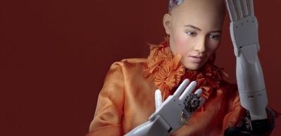 Robot Sophia resim yaptı.. Sanat severler 700 bin Dolara satın aldı!