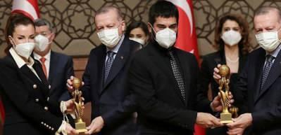 RTGD ödülleri sahiplerini buldu! Ebru Şahin ve Burak Özçivit ödüllerini...