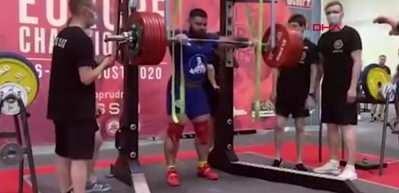 Canlı yayında 400 kilogramı kaldırmaya çalışan Rus halterci dizlerini kırdı