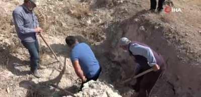 Şifa bulmak için toprak yiyorlar