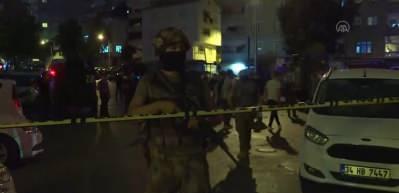 Şişli'de çıkan silahlı çatışmada kurşunlar polis aracına isabet etti