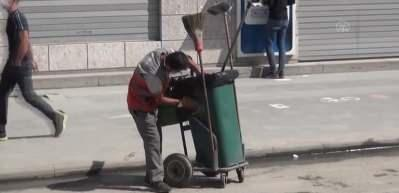 Sosyal medya çöp arabasını özenle temizleyen temizlik işçisini konuşuyor