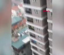 12'nci kattan düşen küçük kızı kurye kurtardı