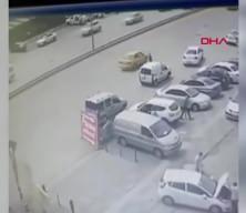 Otomobilin çarpmasıyla metrelerce savruldu! Kaza anı anbean kamerada