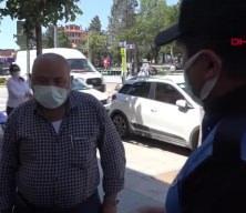 Maske uyarısı yapan polise 'Koronaya inanmıyorum' dedi