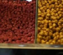 Doğal meyve aromalarıyla 30 çeşit leblebi üretiyor