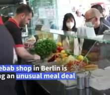 Almanya'da Türk işletmeciden kampanya: Aşı olana döner bedava