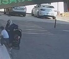 Sinop'ta dehşet anları: Yokuş aşağı kayan bebek arabası apartman bahçesine düştü