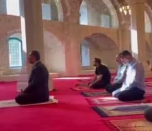 Türkiye'nin Azerbaycan Büyükelçisi Şuşa Camisinde Kur'an-ı Kerim okudu