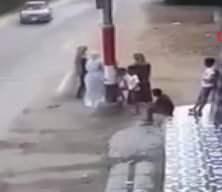 Kontrolden çıkan araç düğünü kana buladı! Dehşet anları kamerada