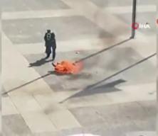 Uruguay Devlet Başkanlığı binası önünde bir kişi kendisini ateşe verdi