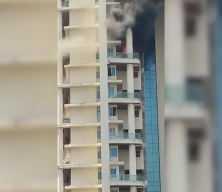 Alevlerden kaçmak için 19. kattan sarktı, metrelerce yükseklikten yere düştü