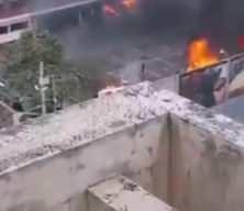 Guatemala'da eski askerler kongre binasını bastı, otoparktaki araçları ateşe verdi