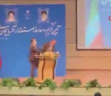 İran'ın Doğu Azerbaycan Valisi Rezevi'ye tören sırasında tokatlı saldırı
