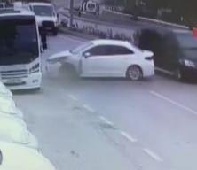 Takla atan otomobil metrelerce sürüklendi! Feci kaza anı kamerada
